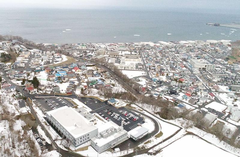 オホーツク海に面した網走市街の一望